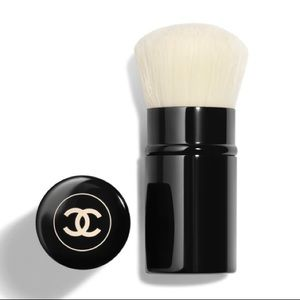 CHANEL Retractable Kabuki Brush.